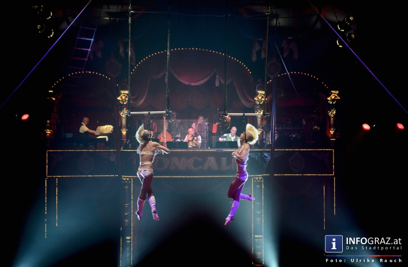 Circus Roncalli mit 'Time is Honey' am Messegelände Graz - 2. November 2014 - 011
