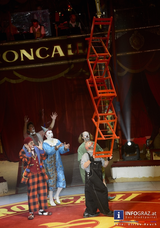 Circus Roncalli mit 'Time is Honey' am Messegelände Graz - 2. November 2014 - 026