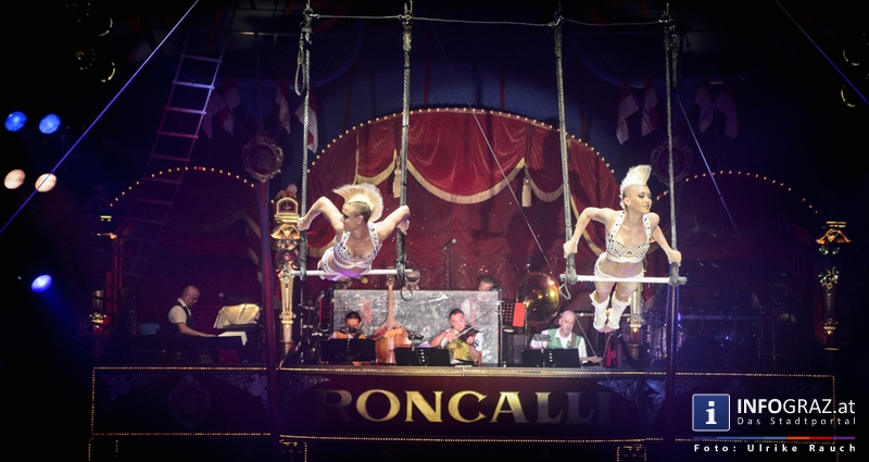 Circus Roncalli mit 'Time is Honey' am Messegelände Graz - 2. November 2014 - 060