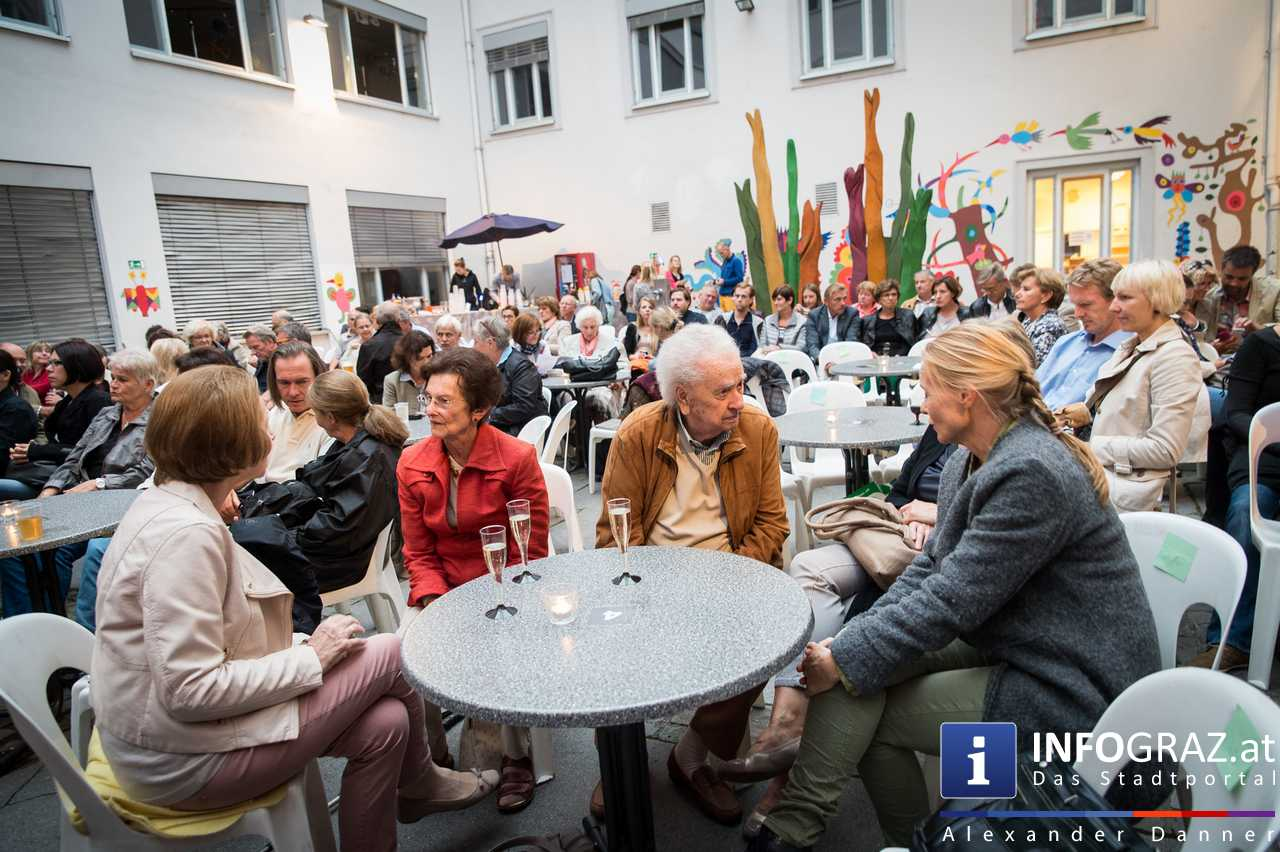 'Die Dinner Party' im Innenhof des Ferdinandeums, Theater im Keller Sommerproduktion - 011