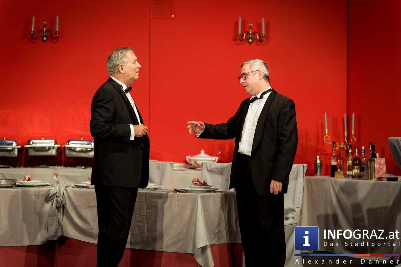 'Die Dinner Party' im Innenhof des Ferdinandeums, Theater im Keller Sommerproduktion - 015