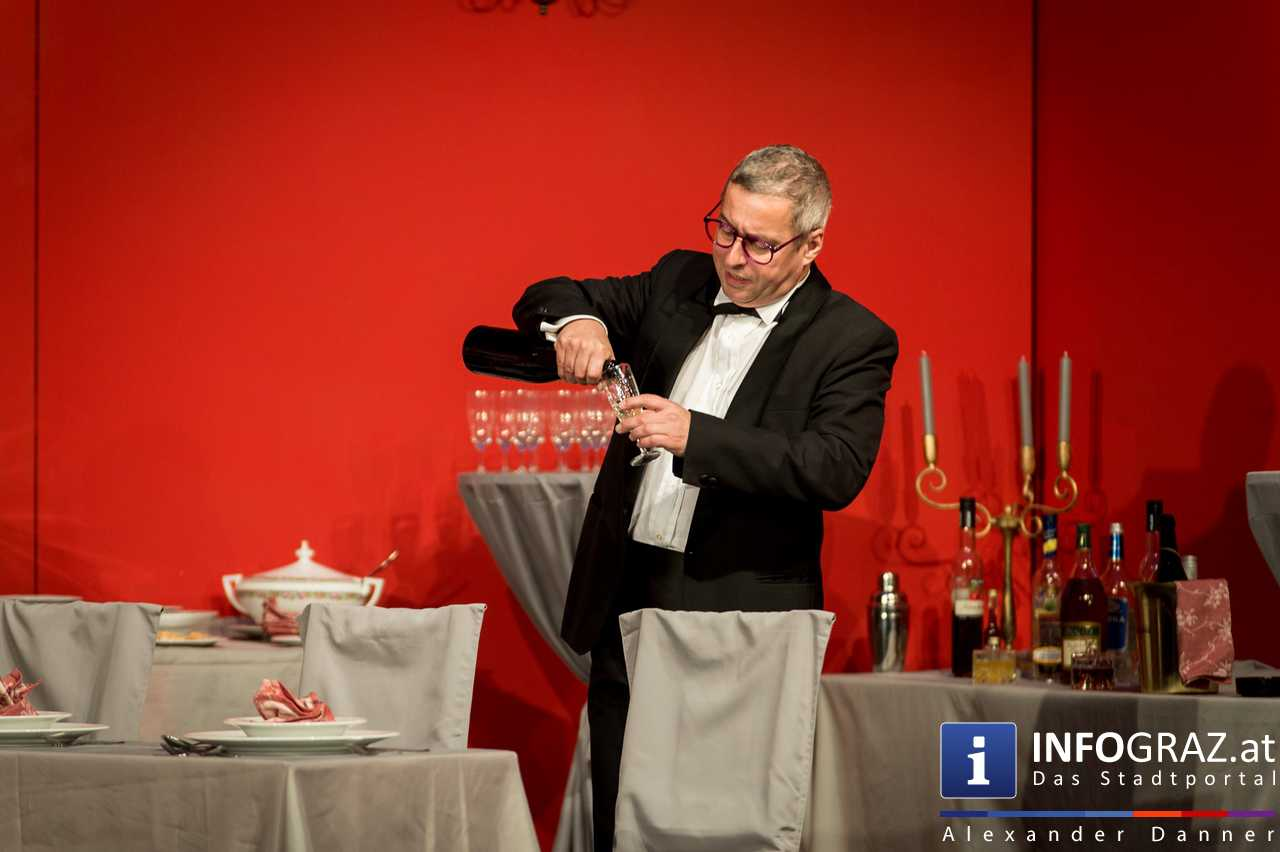 'Die Dinner Party' im Innenhof des Ferdinandeums, Theater im Keller Sommerproduktion - 016