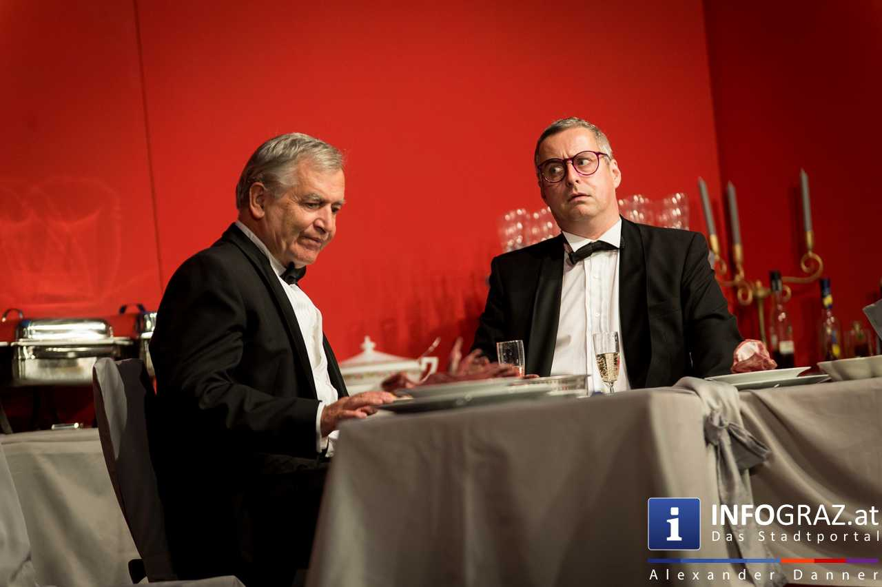 'Die Dinner Party' im Innenhof des Ferdinandeums, Theater im Keller Sommerproduktion - 018