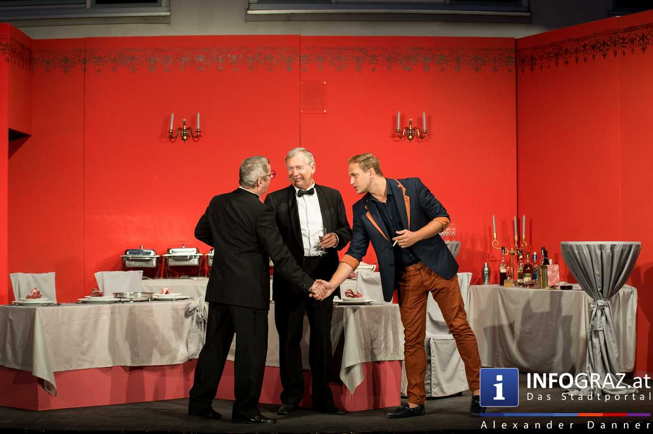 'Die Dinner Party' im Innenhof des Ferdinandeums, Theater im Keller Sommerproduktion - 024