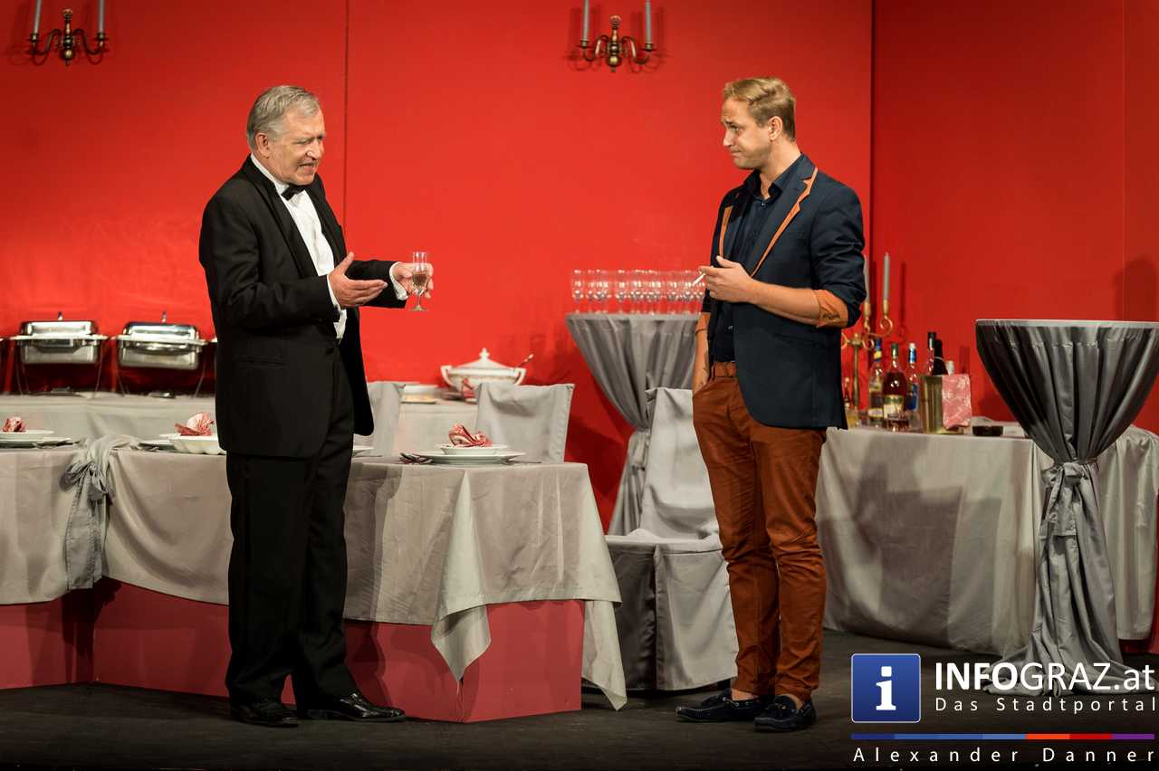 'Die Dinner Party' im Innenhof des Ferdinandeums, Theater im Keller Sommerproduktion - 025