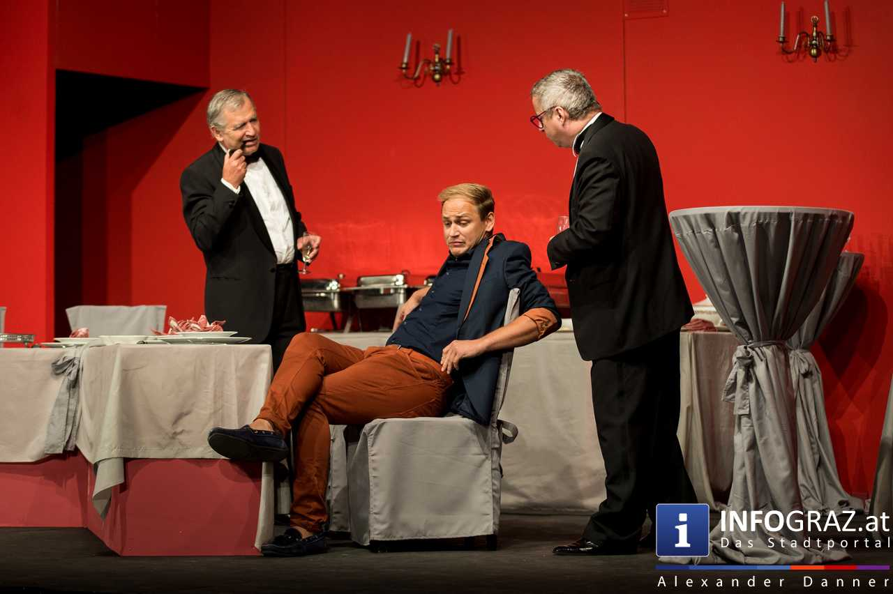 'Die Dinner Party' im Innenhof des Ferdinandeums, Theater im Keller Sommerproduktion - 027