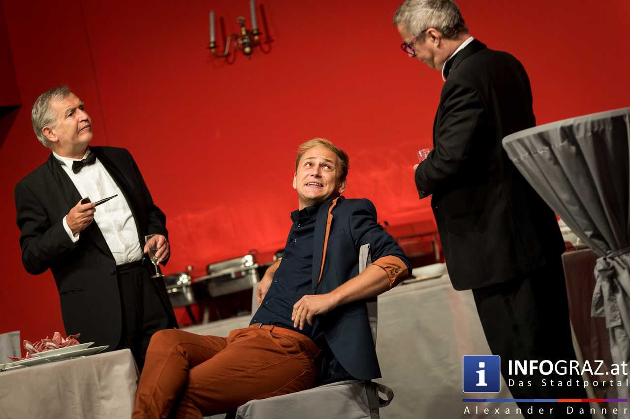 'Die Dinner Party' im Innenhof des Ferdinandeums, Theater im Keller Sommerproduktion - 028