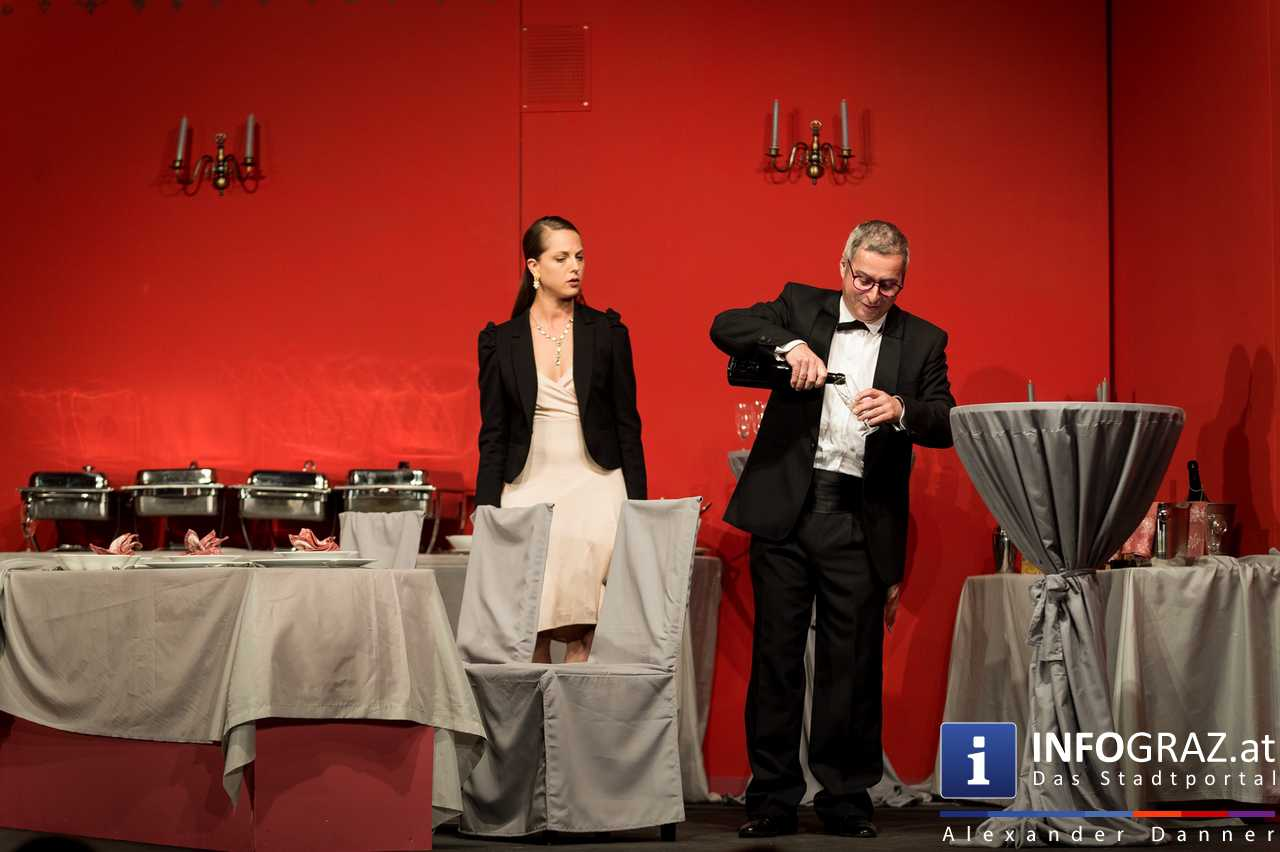 'Die Dinner Party' im Innenhof des Ferdinandeums, Theater im Keller Sommerproduktion - 031