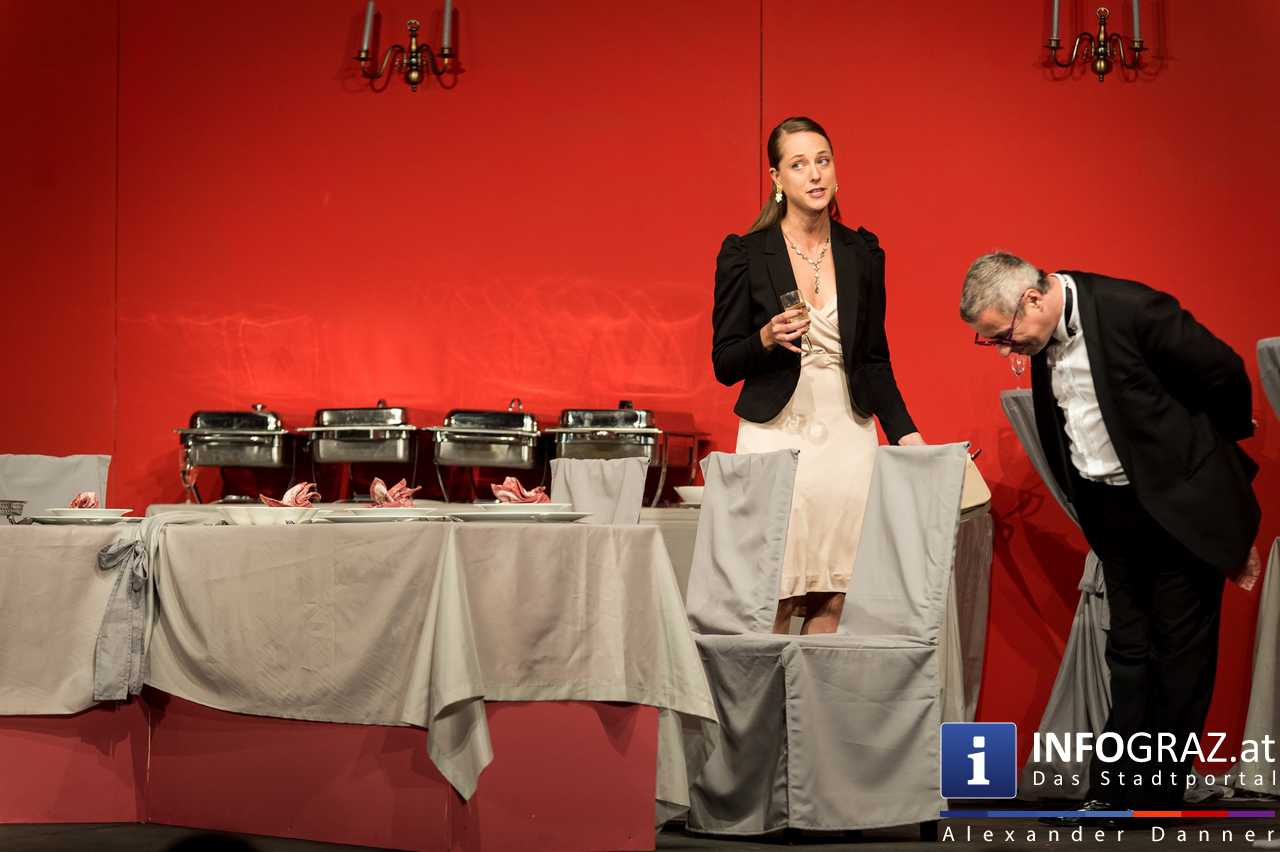 'Die Dinner Party' im Innenhof des Ferdinandeums, Theater im Keller Sommerproduktion - 032