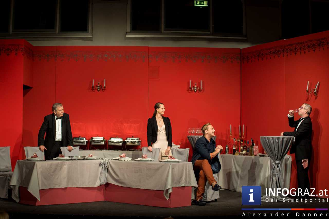 'Die Dinner Party' im Innenhof des Ferdinandeums, Theater im Keller Sommerproduktion - 037