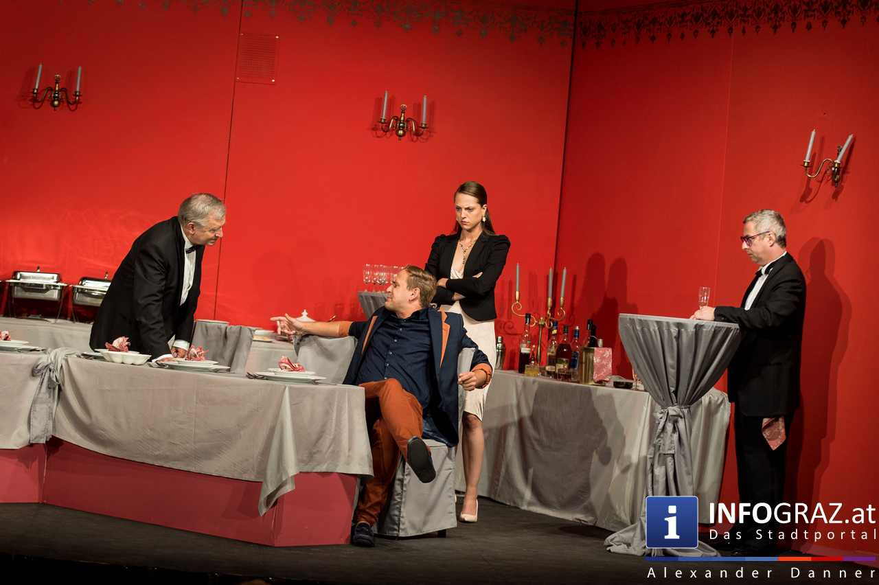 'Die Dinner Party' im Innenhof des Ferdinandeums, Theater im Keller Sommerproduktion - 038