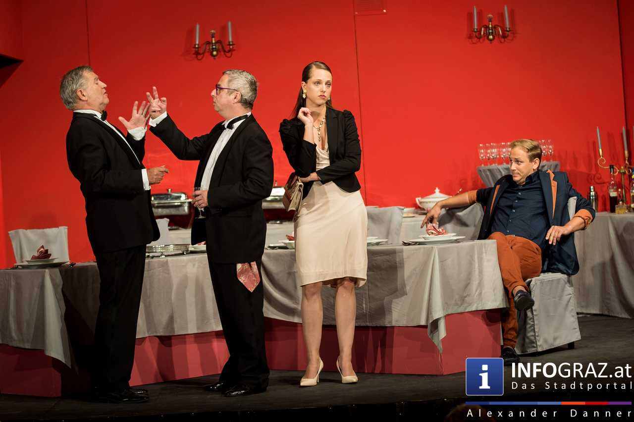 'Die Dinner Party' im Innenhof des Ferdinandeums, Theater im Keller Sommerproduktion - 039