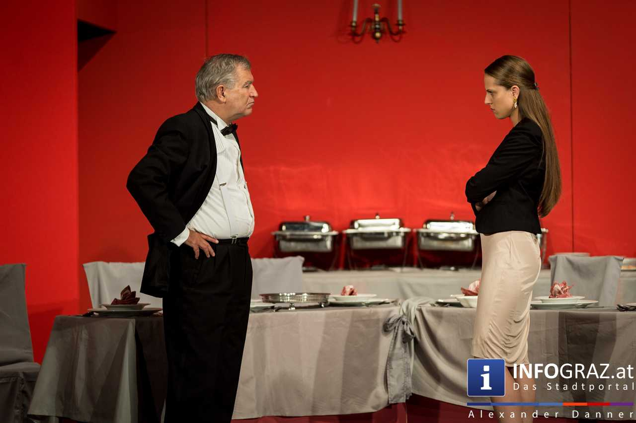 'Die Dinner Party' im Innenhof des Ferdinandeums, Theater im Keller Sommerproduktion - 041