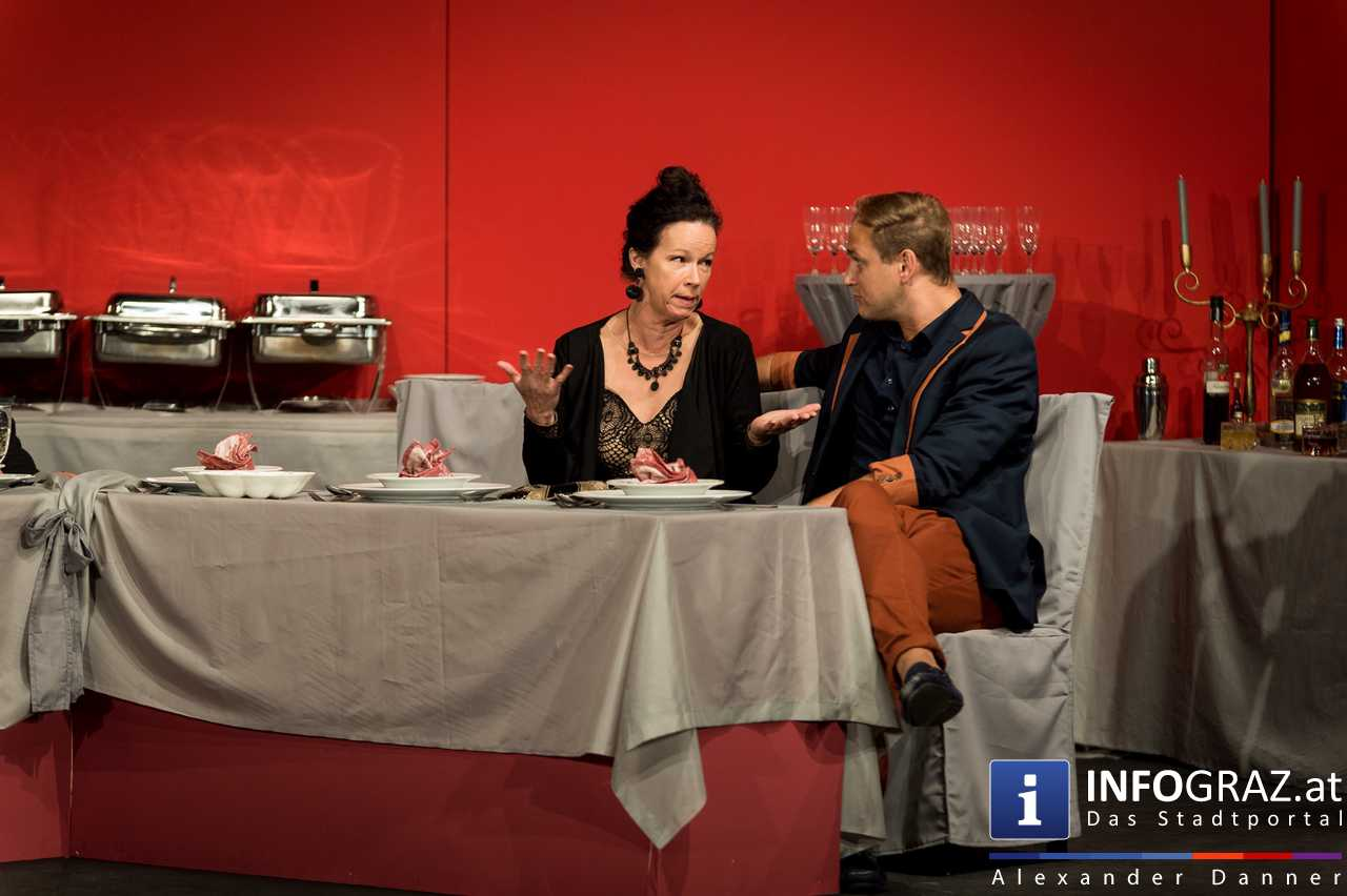 'Die Dinner Party' im Innenhof des Ferdinandeums, Theater im Keller Sommerproduktion - 044