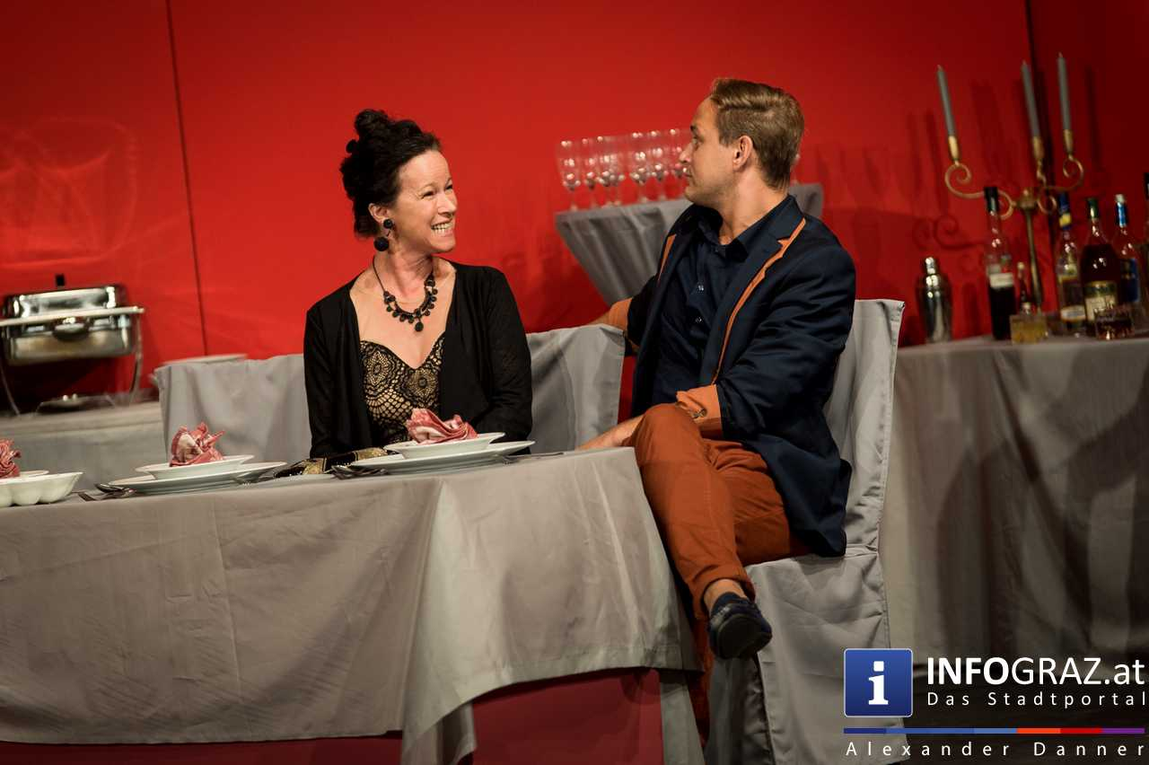 'Die Dinner Party' im Innenhof des Ferdinandeums, Theater im Keller Sommerproduktion - 045