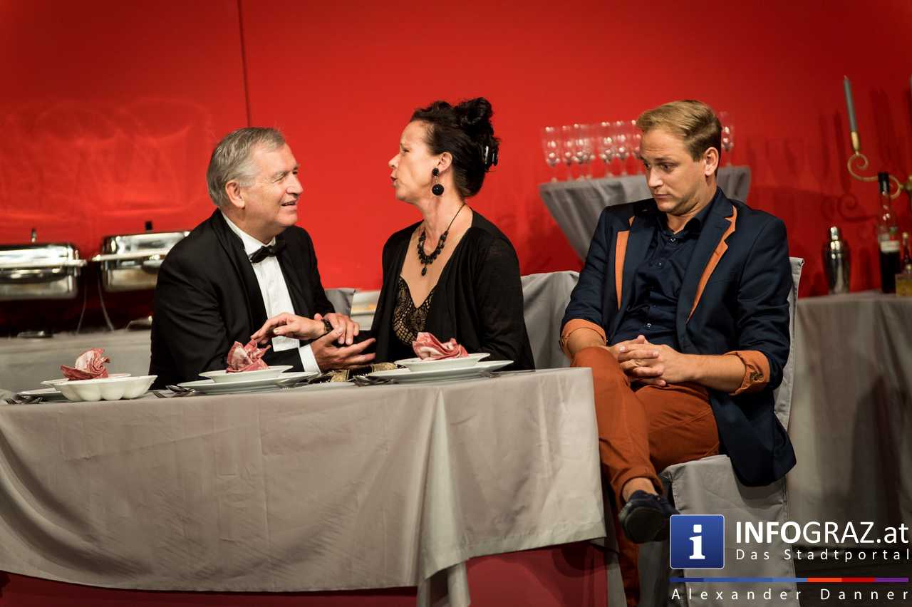 'Die Dinner Party' im Innenhof des Ferdinandeums, Theater im Keller Sommerproduktion - 046