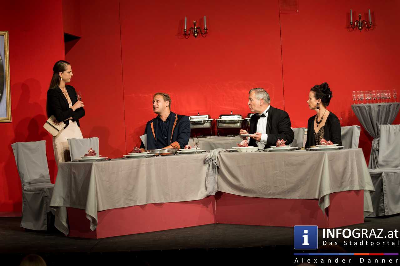 'Die Dinner Party' im Innenhof des Ferdinandeums, Theater im Keller Sommerproduktion - 047