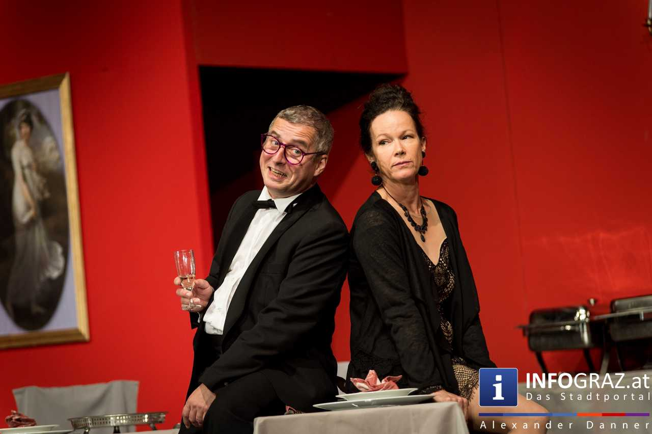'Die Dinner Party' im Innenhof des Ferdinandeums, Theater im Keller Sommerproduktion - 056