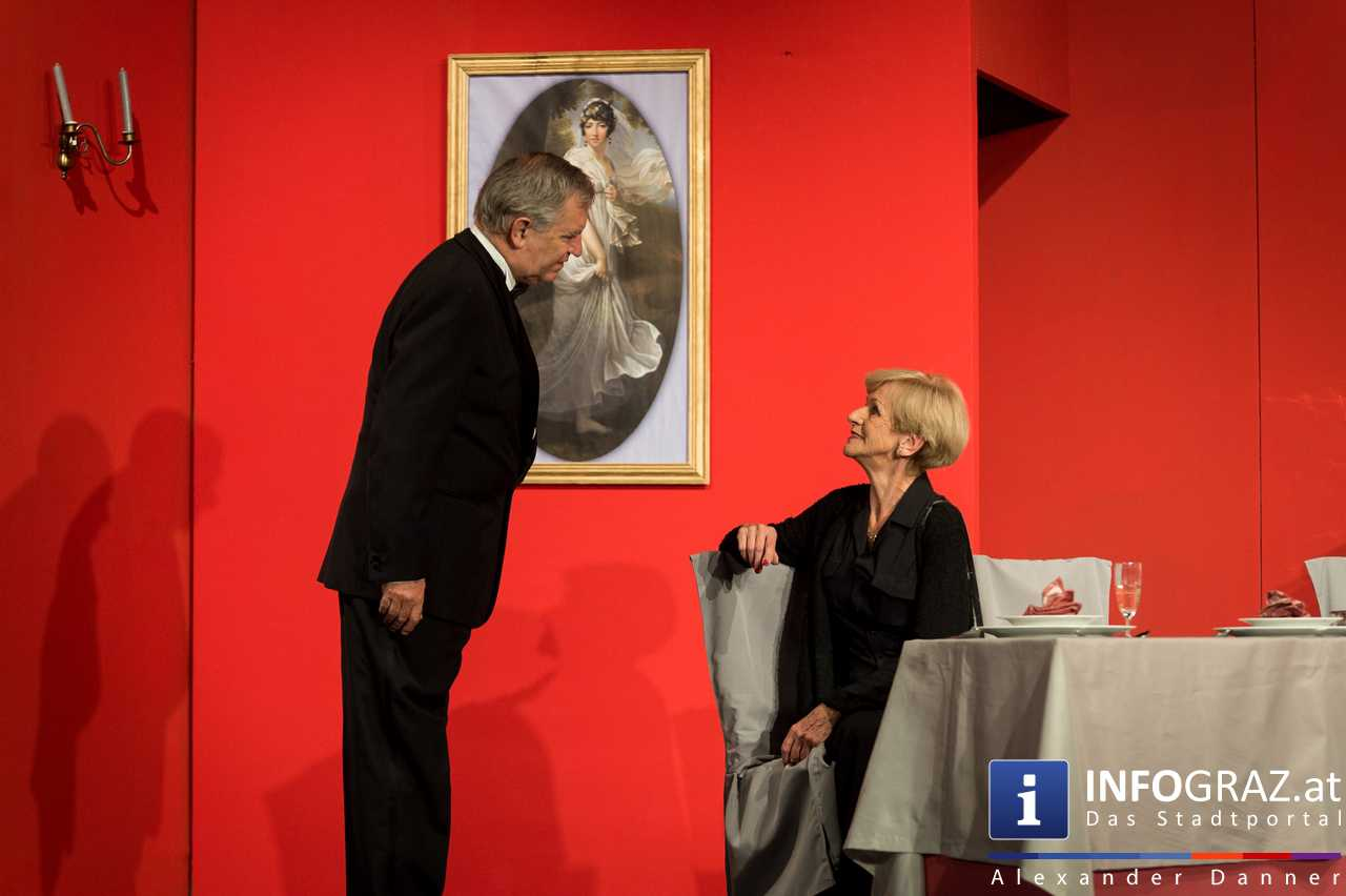 'Die Dinner Party' im Innenhof des Ferdinandeums, Theater im Keller Sommerproduktion - 060