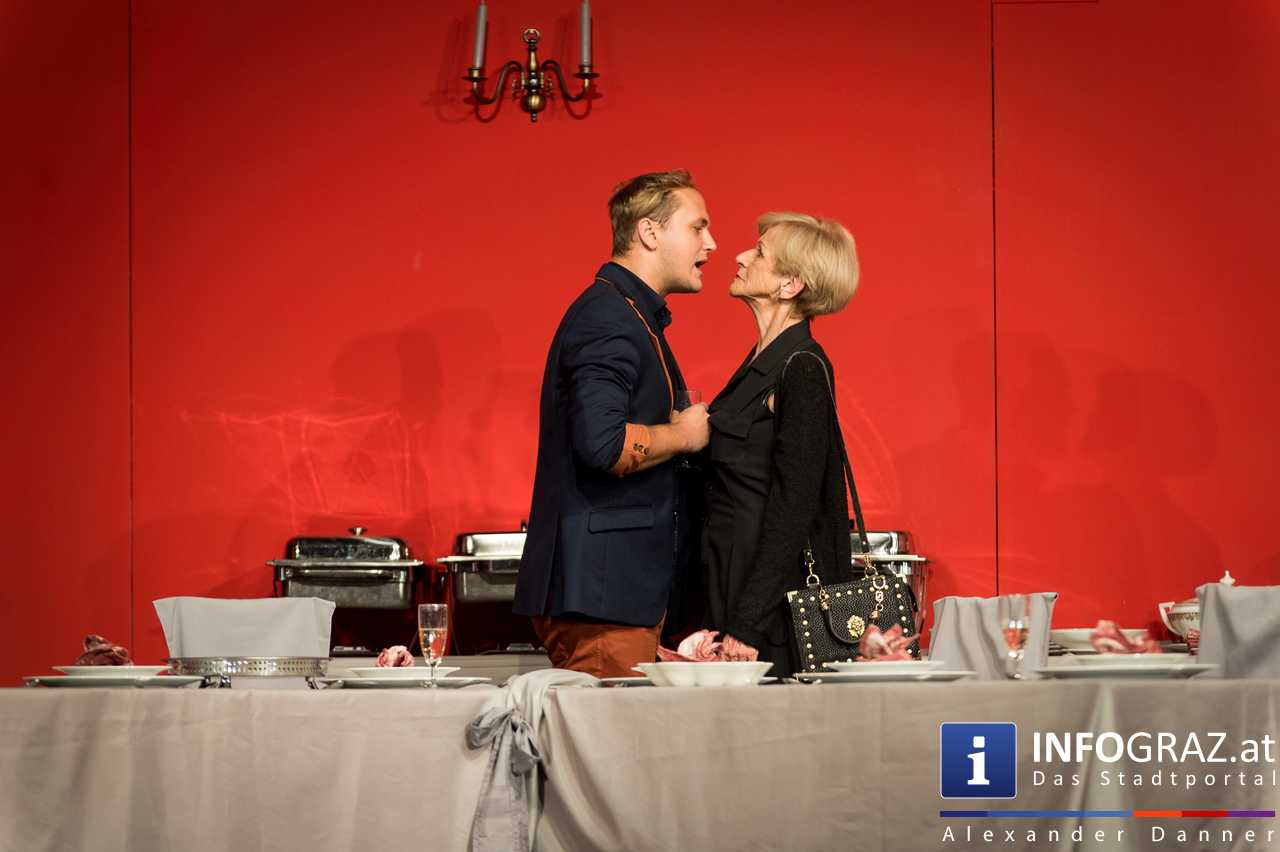 'Die Dinner Party' im Innenhof des Ferdinandeums, Theater im Keller Sommerproduktion - 061