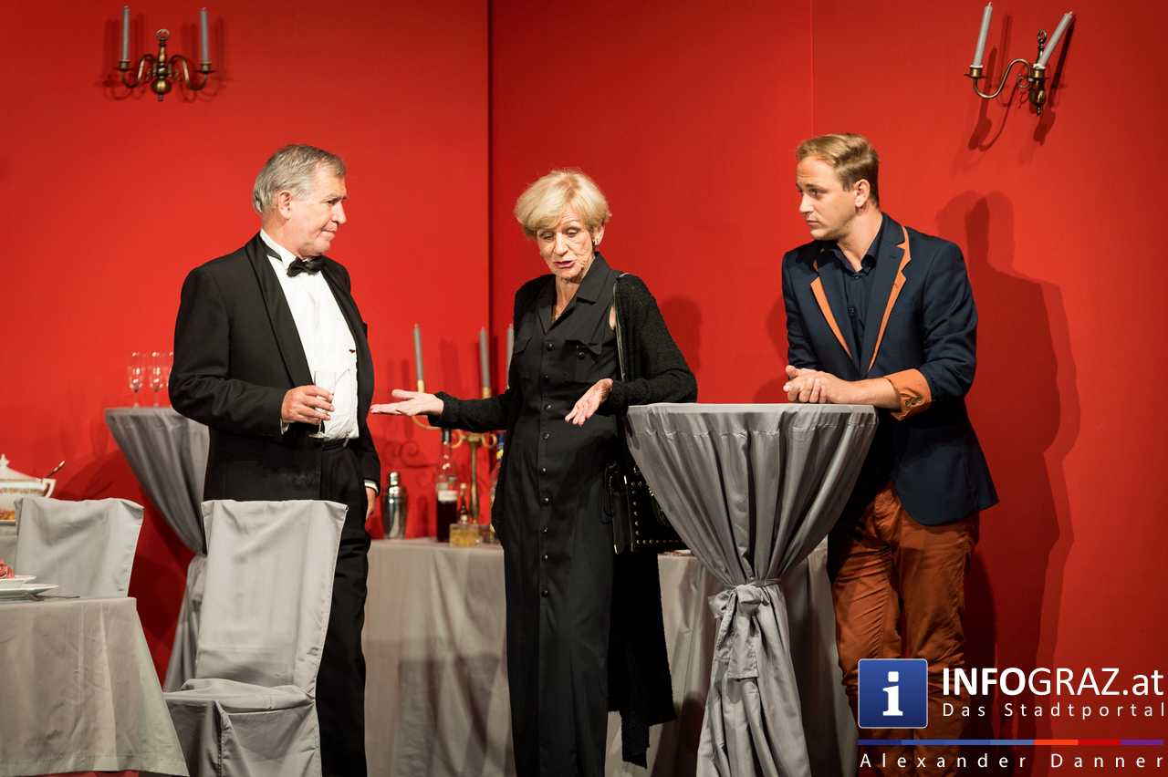 'Die Dinner Party' im Innenhof des Ferdinandeums, Theater im Keller Sommerproduktion - 064