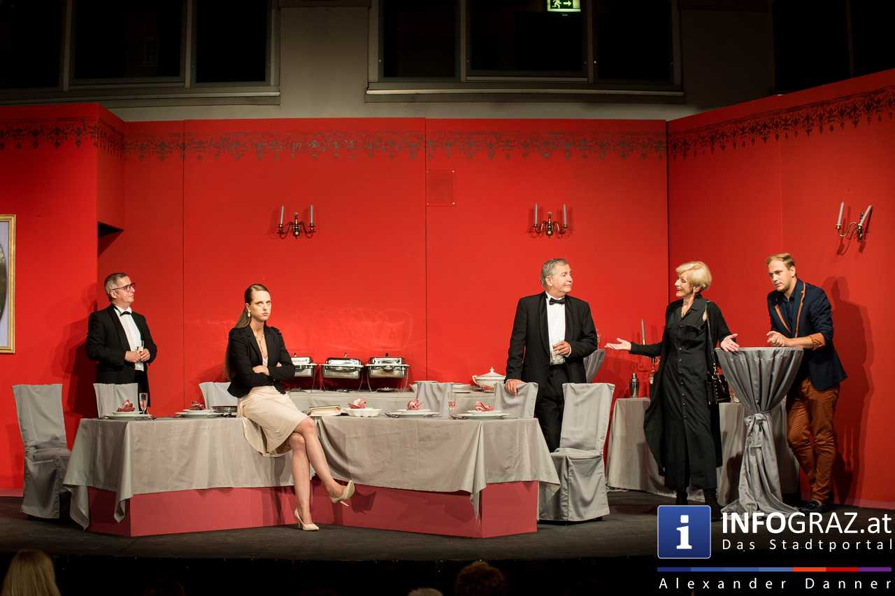 'Die Dinner Party' im Innenhof des Ferdinandeums, Theater im Keller Sommerproduktion - 065