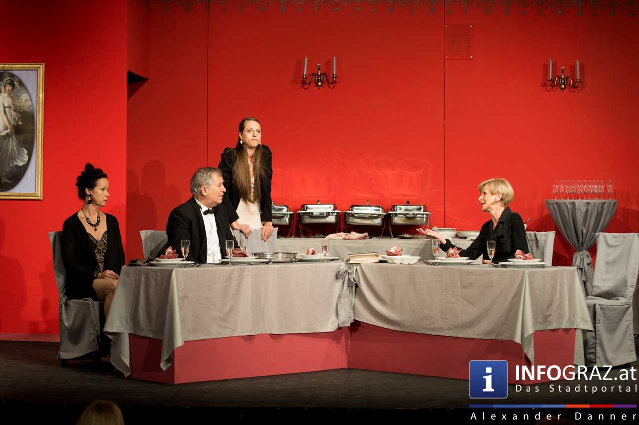 'Die Dinner Party' im Innenhof des Ferdinandeums, Theater im Keller Sommerproduktion - 068