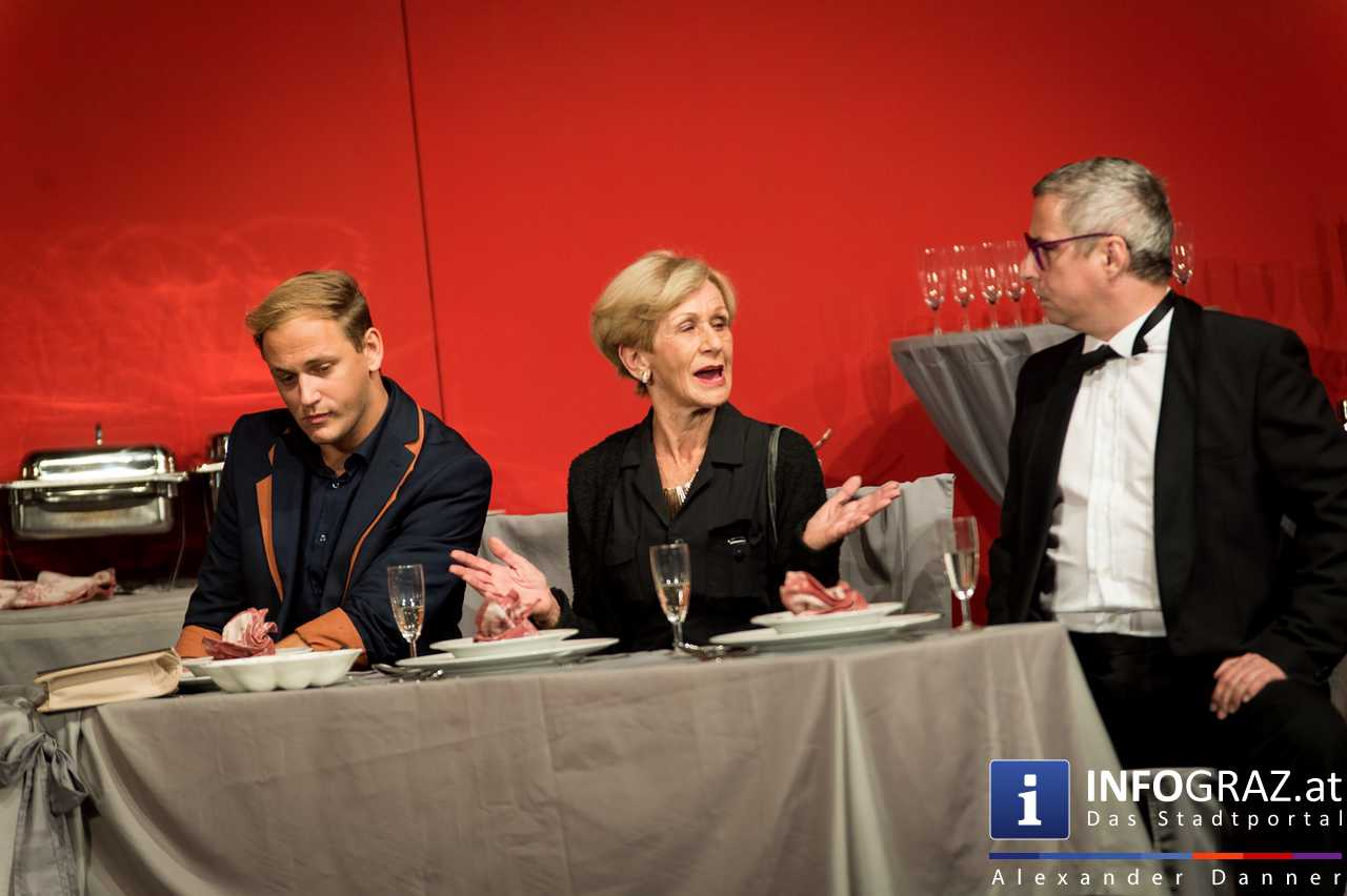 'Die Dinner Party' im Innenhof des Ferdinandeums, Theater im Keller Sommerproduktion - 070