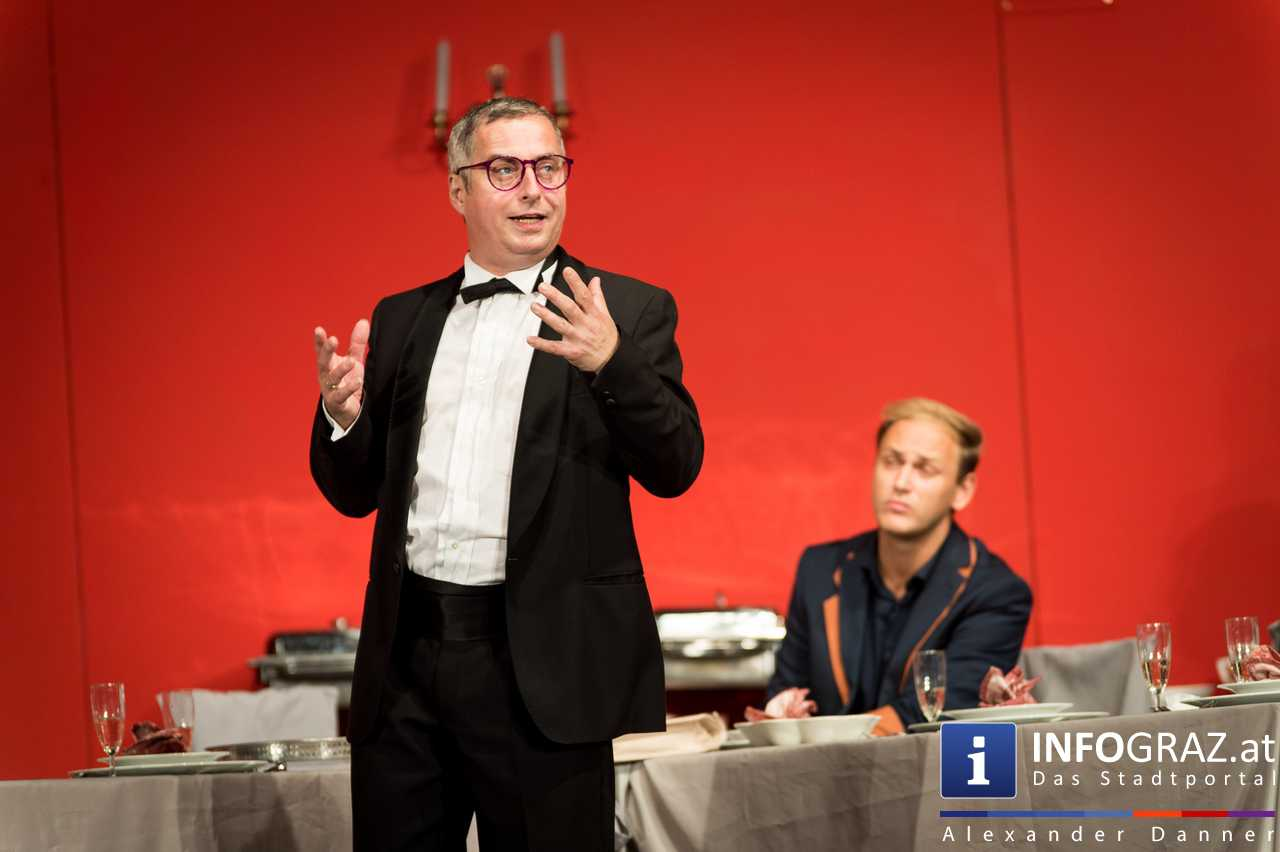 'Die Dinner Party' im Innenhof des Ferdinandeums, Theater im Keller Sommerproduktion - 071