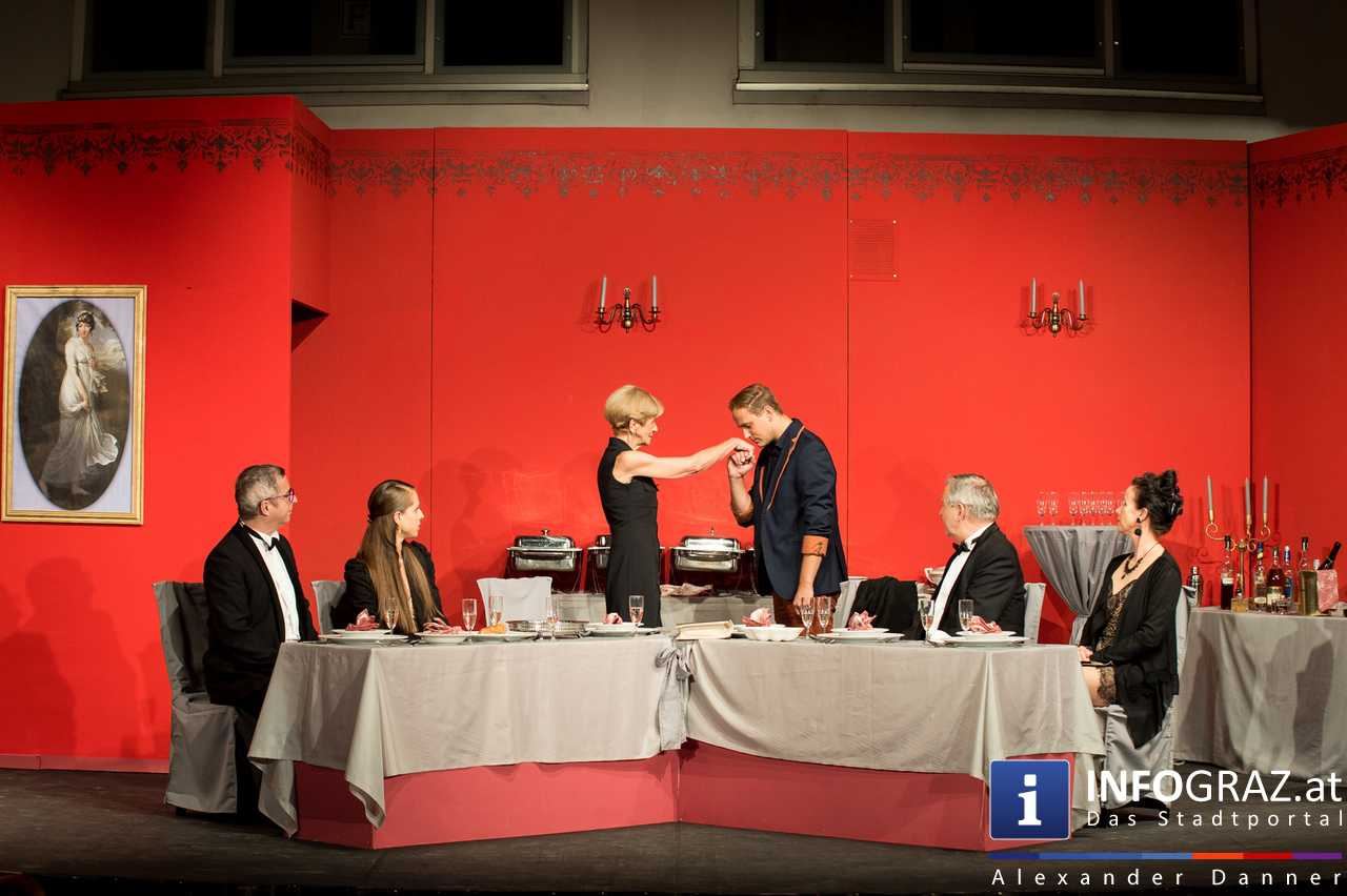 'Die Dinner Party' im Innenhof des Ferdinandeums, Theater im Keller Sommerproduktion - 072