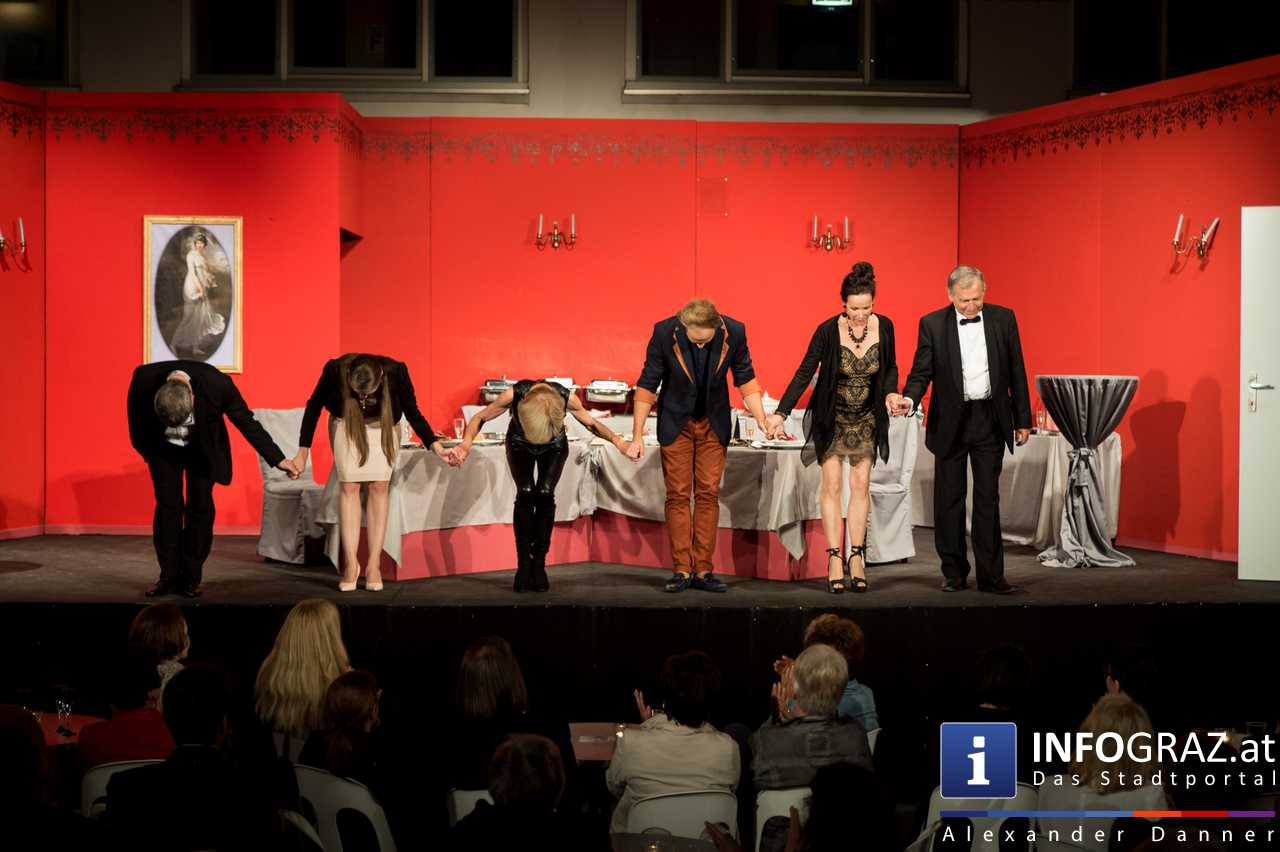 'Die Dinner Party' im Innenhof des Ferdinandeums, Theater im Keller Sommerproduktion - 077