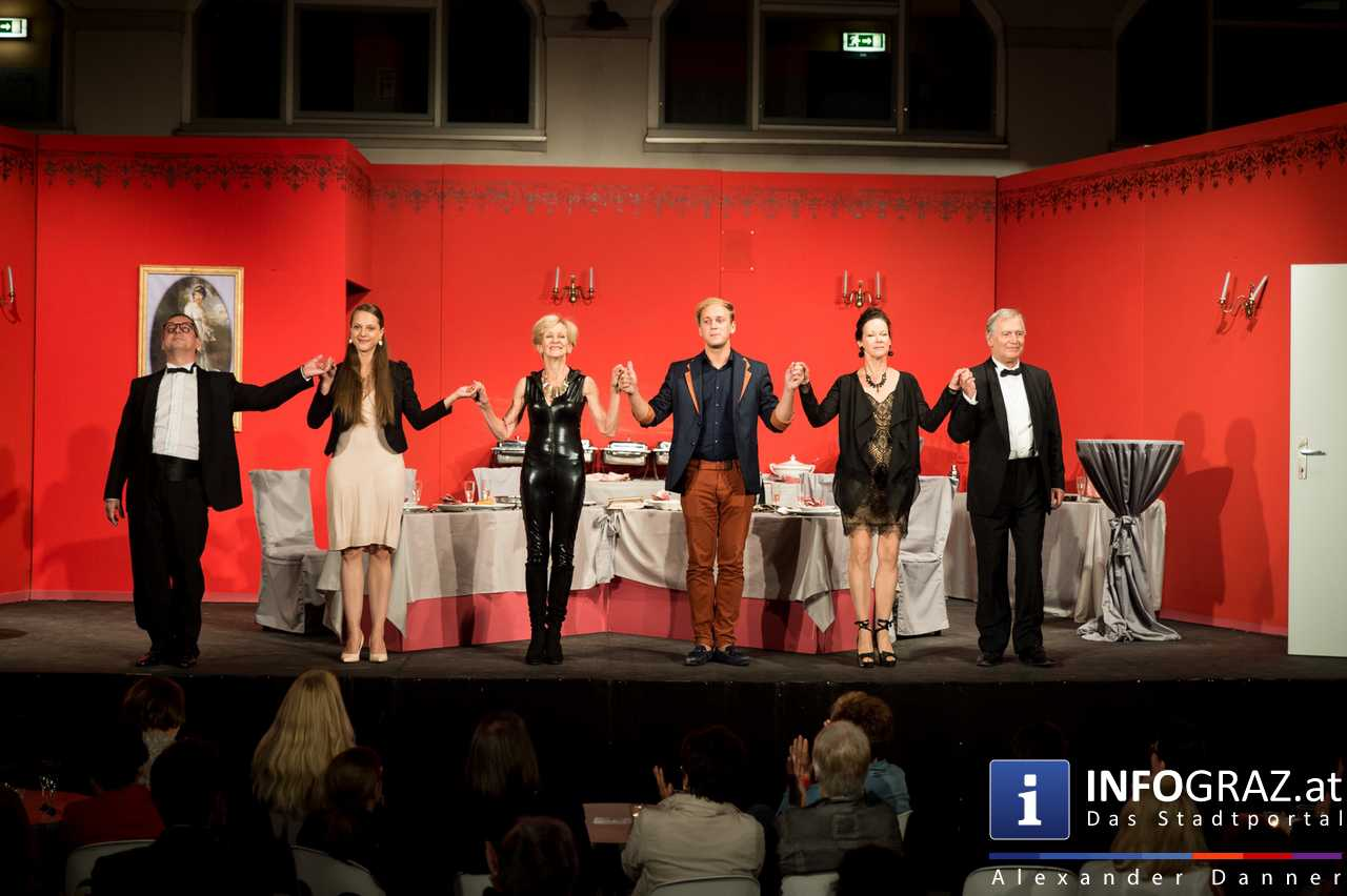 'Die Dinner Party' im Innenhof des Ferdinandeums, Theater im Keller Sommerproduktion - 078
