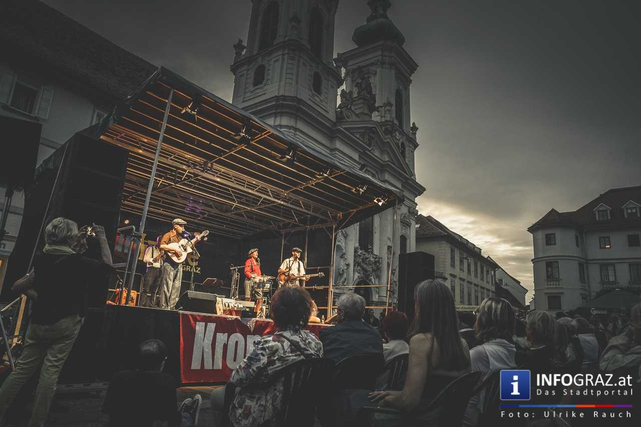 Marina and the cats Bei der Murszene 2017 - Graz Mariahilferplatz - 021
