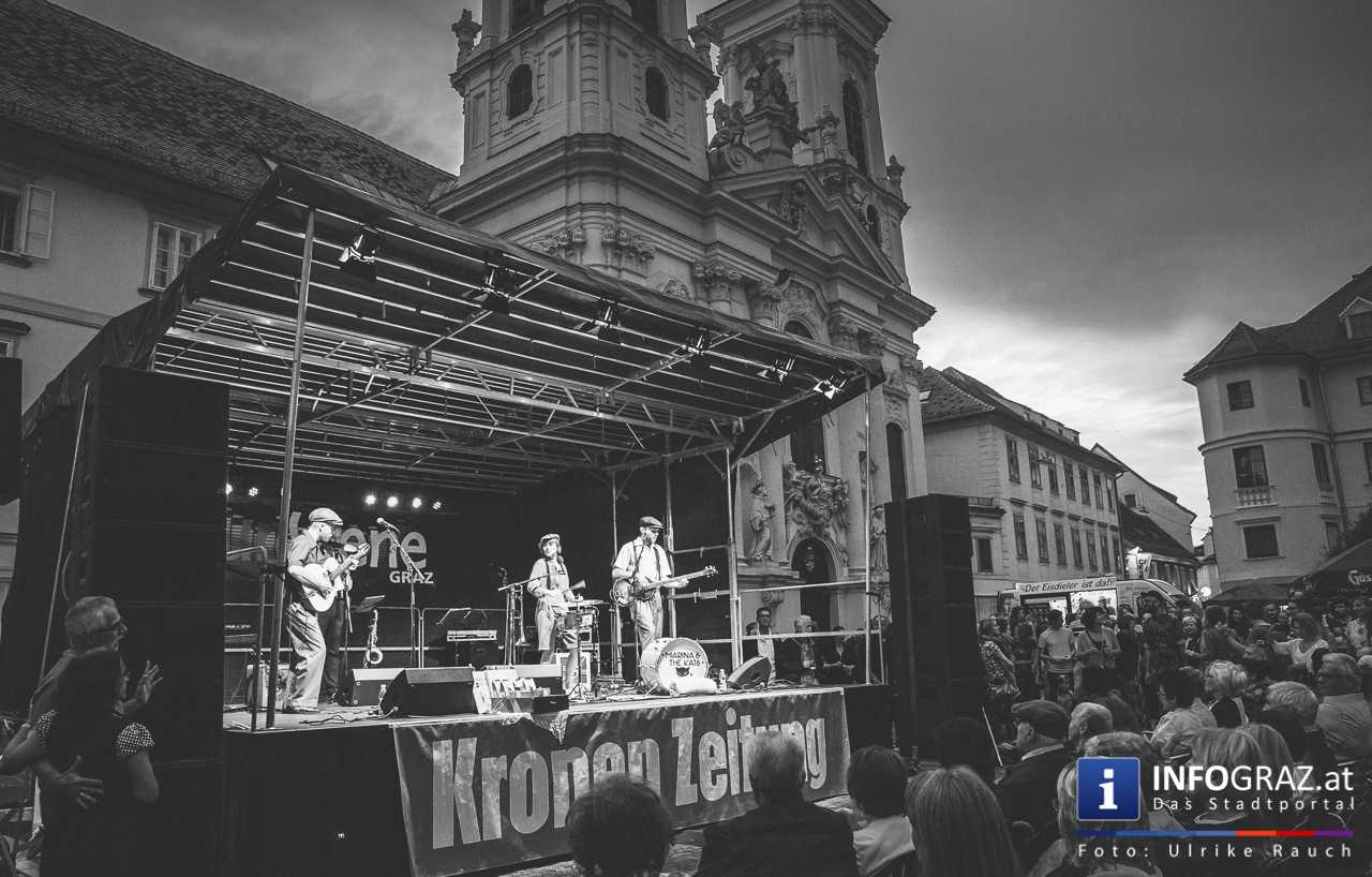 Marina and the cats Bei der Murszene 2017 - Graz Mariahilferplatz - 022